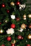Árbol de navidad adornado Año Nuevo que celebra Foto de archivo