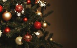 Árbol de navidad adornado Año Nuevo que celebra Imagenes de archivo
