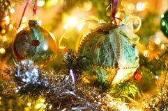 Árbol de navidad adornado borroso Imagen de archivo