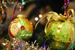 Árbol de navidad adornado borroso Foto de archivo libre de regalías
