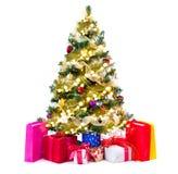 Árbol de navidad adornado con las chucherías, las guirnaldas y los regalos Imagenes de archivo