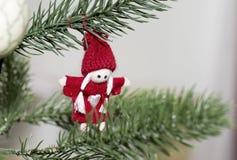 Árbol de navidad adornado con los juguetes Imágenes de archivo libres de regalías