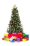 Árbol de navidad adornado con muchos regalos coloridos Imagen de archivo libre de regalías