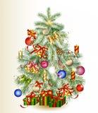 Árbol de navidad adornado por los regalos y las chucherías Fotografía de archivo
