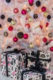 Árbol de navidad bien vestido Foto de archivo libre de regalías