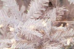 Árbol de navidad blanco con la luz Fotografía de archivo