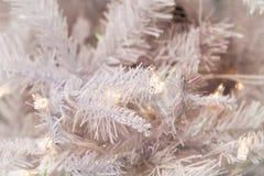 Árbol de navidad blanco con la luz Imagen de archivo libre de regalías