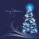 Árbol de navidad brillado en un fondo azul Imagenes de archivo