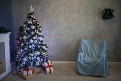 Árbol de navidad casero del Año Nuevo de los regalos de la Navidad Fotos de archivo