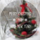 Árbol de navidad con el fondo y el texto fotográficos borrosos Stock de ilustración