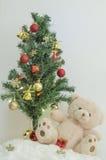 Árbol de navidad con el ornamento colorido Foto de archivo libre de regalías