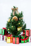 Árbol de navidad con el rectángulo de regalo Imagen de archivo libre de regalías