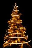 Árbol de navidad con espiral ligero dibujado alrededor de él Fotografía de archivo