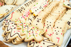Árbol de navidad con galletas oso-formadas Fotografía de archivo libre de regalías