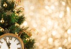 Árbol de navidad con la cara de reloj retra Fotografía de archivo libre de regalías