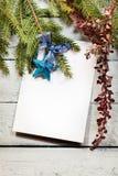 Árbol de navidad con la decoración Fotografía de archivo