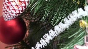Árbol de Navidad con la decoración metrajes