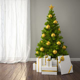 Árbol de navidad con la decoración del oro en sitio clásico del estilo con f oscura Foto de archivo