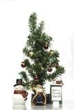 Árbol de navidad con la decoración en el fondo blanco Fotos de archivo libres de regalías