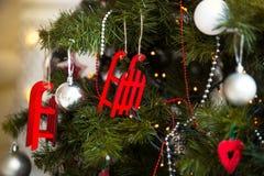 Árbol de navidad con la guirnalda del centelleo, decoración de la Navidad Fotos de archivo
