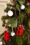 Árbol de navidad con la guirnalda del centelleo, decoración de la Navidad Foto de archivo