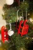 Árbol de navidad con la guirnalda del centelleo, decoración de la Navidad Fotos de archivo libres de regalías