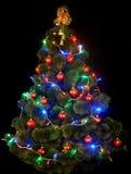 Árbol de navidad con la luz llevada. Fotos de archivo libres de regalías