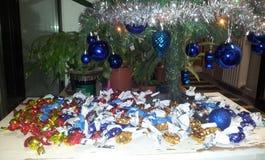 Árbol de navidad con las bolas Foto de archivo libre de regalías