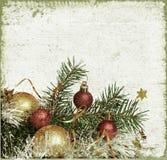 Árbol de navidad con las bolas y la malla Imagen de archivo