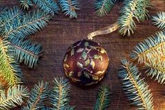 Árbol de navidad con las chucherías Imagen de archivo