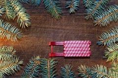 Árbol de navidad con las chucherías Fotos de archivo libres de regalías