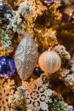 Árbol de navidad con las decoraciones Fotografía de archivo libre de regalías