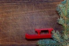 Árbol de navidad con las decoraciones de la Navidad Fotografía de archivo