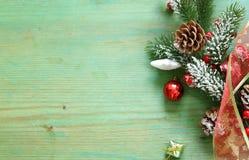 Árbol de navidad con las decoraciones de la Navidad Imagen de archivo libre de regalías