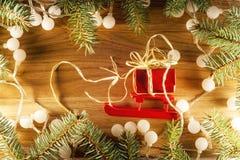 Árbol de navidad con las luces de la Navidad Fotos de archivo libres de regalías