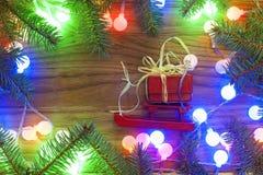 Árbol de navidad con las luces de la Navidad Fotografía de archivo