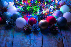 Árbol de navidad con las luces y las decoraciones Imagen de archivo libre de regalías