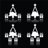 Árbol de navidad con los iconos blancos de los presentes en negro Fotografía de archivo