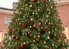 Árbol de navidad con los juguetes Imagen de archivo
