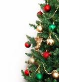Árbol de navidad con los juguetes y un ángel de oro aislados en los vagos blancos Imagen de archivo libre de regalías