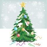 Árbol de navidad con los ornamentos coloridos Foto de archivo