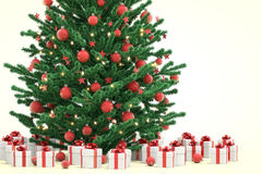 Árbol de navidad con los rectángulos de regalo Foto de archivo libre de regalías