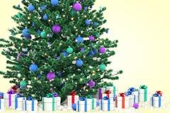 Árbol de navidad con los rectángulos de regalo Imagen de archivo libre de regalías