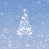 Árbol de navidad con nieve Fotos de archivo libres de regalías