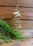Árbol de navidad de la composición de la Navidad hecho a mano del limón secado Imagen de archivo