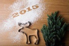 Árbol de navidad 2015 de la inscripción y forma de alces Fotografía de archivo