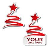 Árbol de navidad de papel con la estrella, etiqueta engomada roja en el fondo blanco Etiqueta para su texto, oferta de la venta d Imagenes de archivo