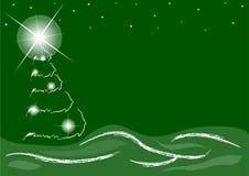 Árbol de navidad debajo de un cielo estrellado en fondo verde Imagen de archivo libre de regalías