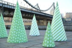 Árbol de navidad decorativo El puente crimeo moscú Año 2013 Fotos de archivo libres de regalías