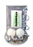 Árbol de navidad decorativo en el marco y las bolas de la Navidad Fotografía de archivo
